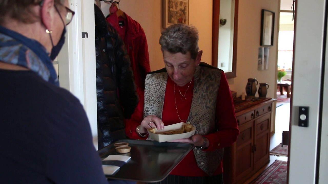 Wat lief! Meer dan duizend ouderen worden verrast met een pannenkoek