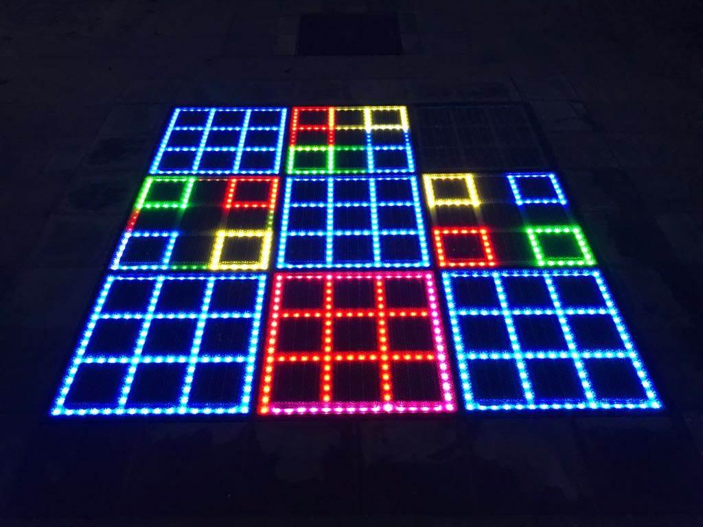 Duurzaam spelletje: Op het Ambachtsplein in Zevenkamp kan je spelen op zonnepanelen