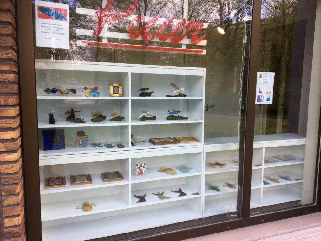 Kunstkring Prins Alexander laat kunstenaars exposeren in winkeletalage